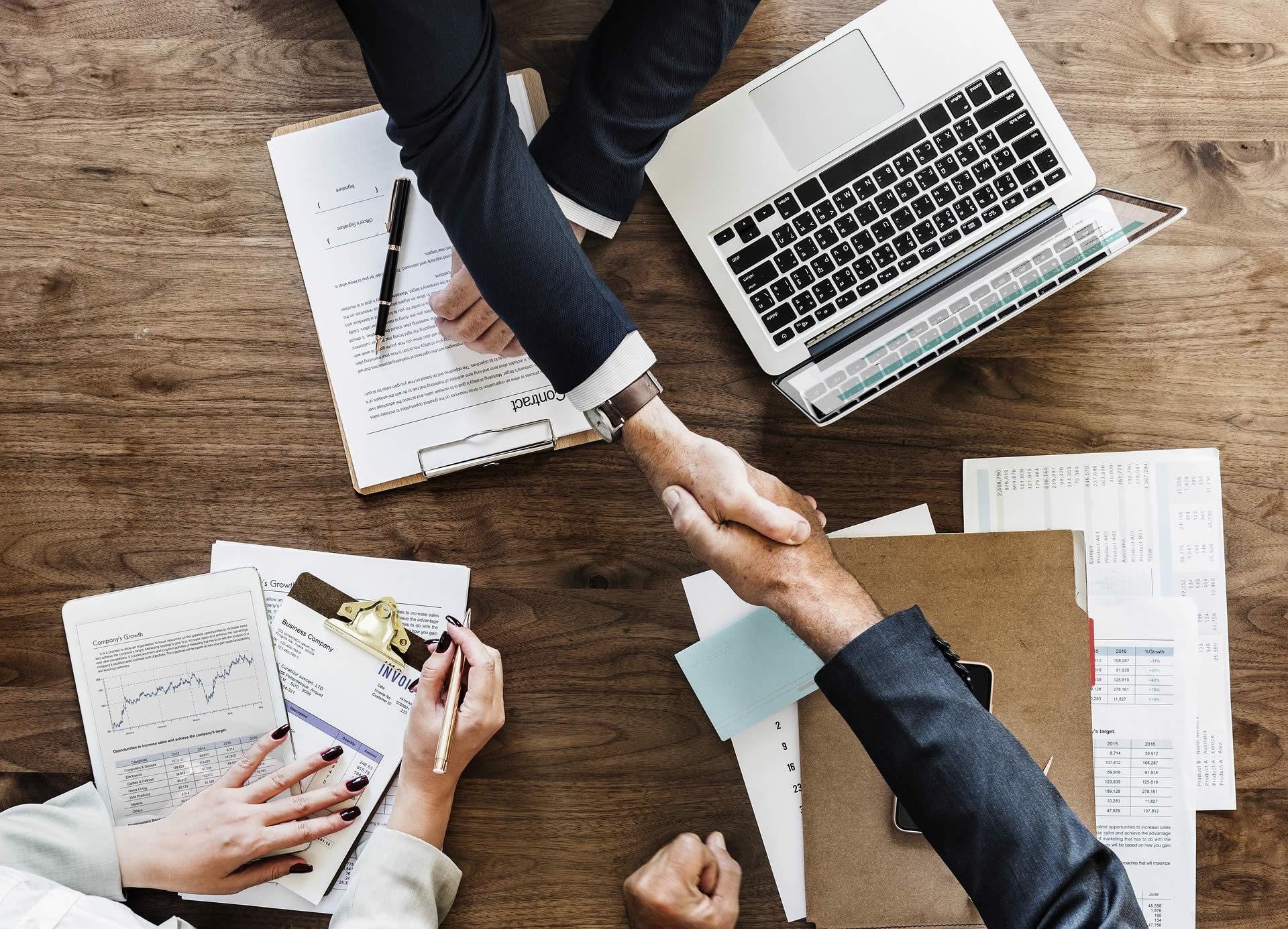 Administración y Negocios