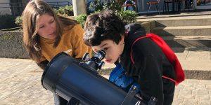 Astrofísica Angie Barr promoverá educación astronómica en colegios de Chile junto a red internacional