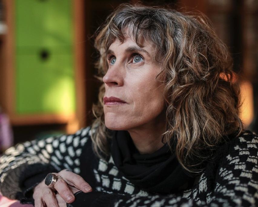 Destacada escritora Nona Fernández compartió con estudiantes de la Universidad Autónoma