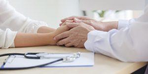 Académico de Obstetricia y Puericultura analizó los cuidados paliativos y la humanización de la Salud