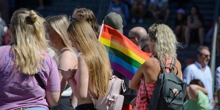 Director de Administración Pública UA: la ley reconoce la identidad sexual pero la limita a una elección binaria