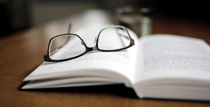 Derecho convoca a egresados a inscribirse en nuevos cursos gratuitos para preparar examen de grado